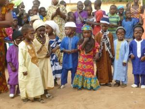 enfants de la classe maternelle de Ndoffane lors de la fête du village.